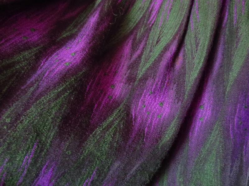 Brokadvävd ull lila grön påfågel