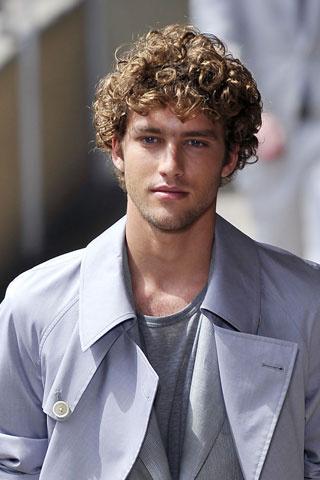 Peinados para hombre con pelo rizado moda belleza - Peinados de hombres ...