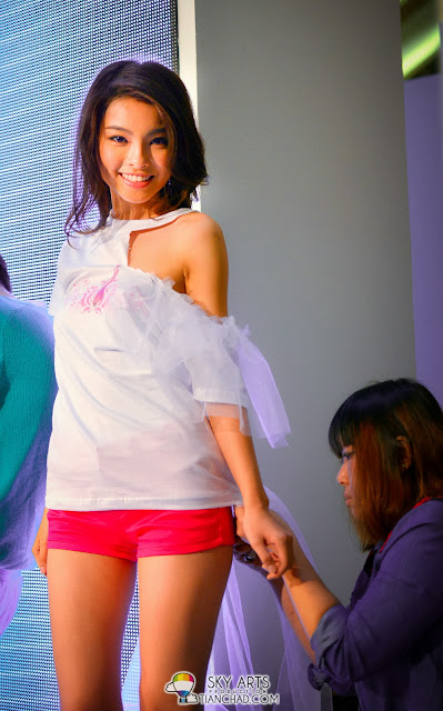 Charlotte undergoing T-Shirt Design challenge