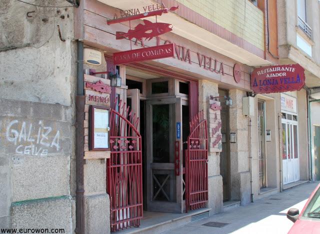 Entrada del restaurante A Lonja Vella de Marín, Pontevedra.