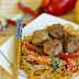 Azjatyckie spaghetti z klopsikami