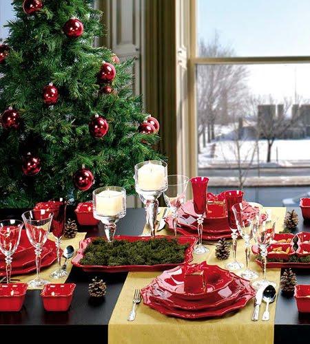 Коледна украса за маса в червено