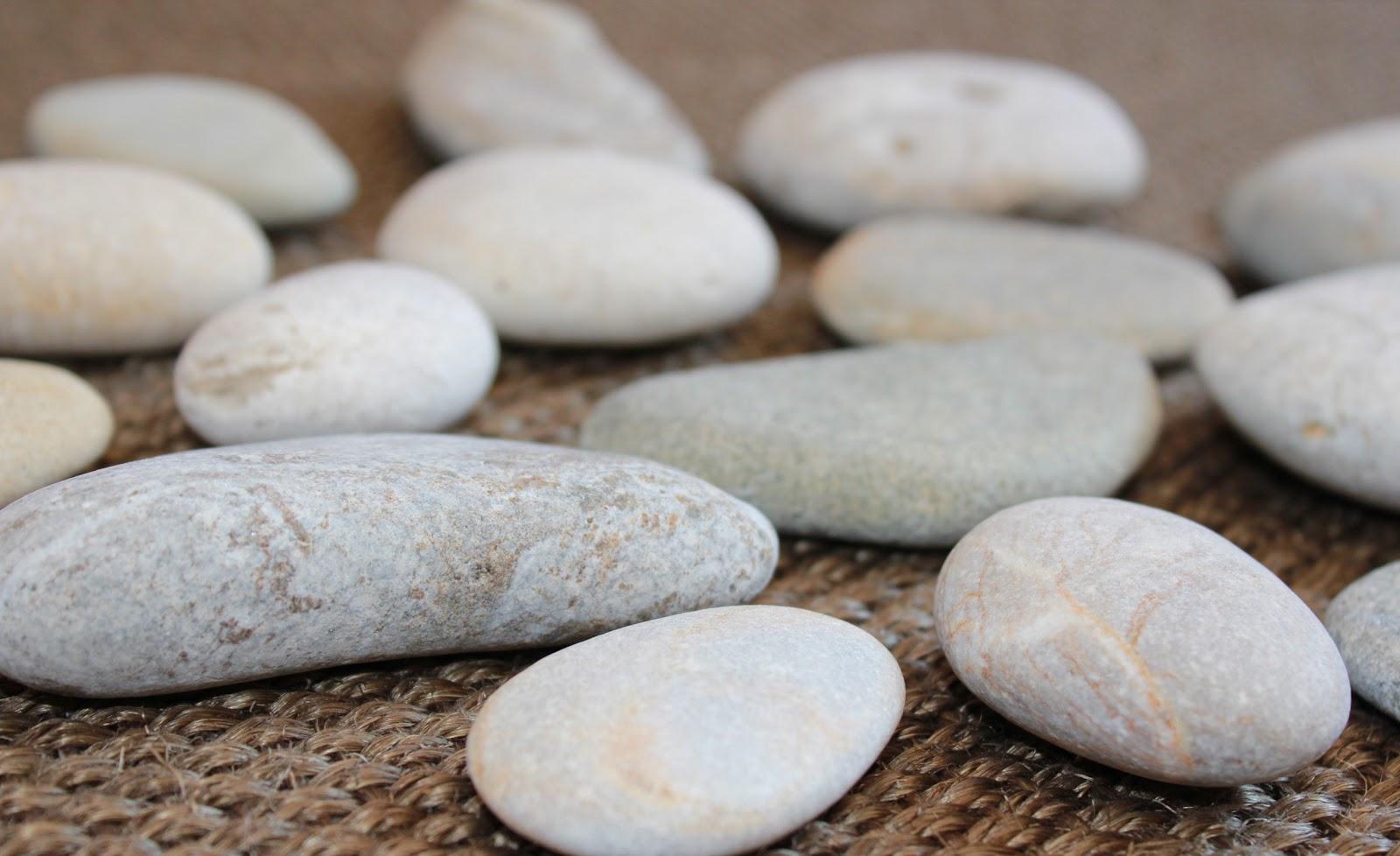 Nueve pinceladas pintando piedras for Como pintar piedras