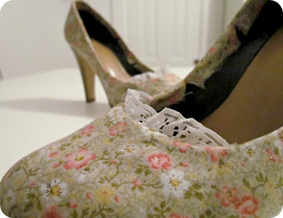 How to Mod Podge Shoes, How to cover shoes with fabric, Mod Podge Shoes, Shoe recycle, Shoe restyle