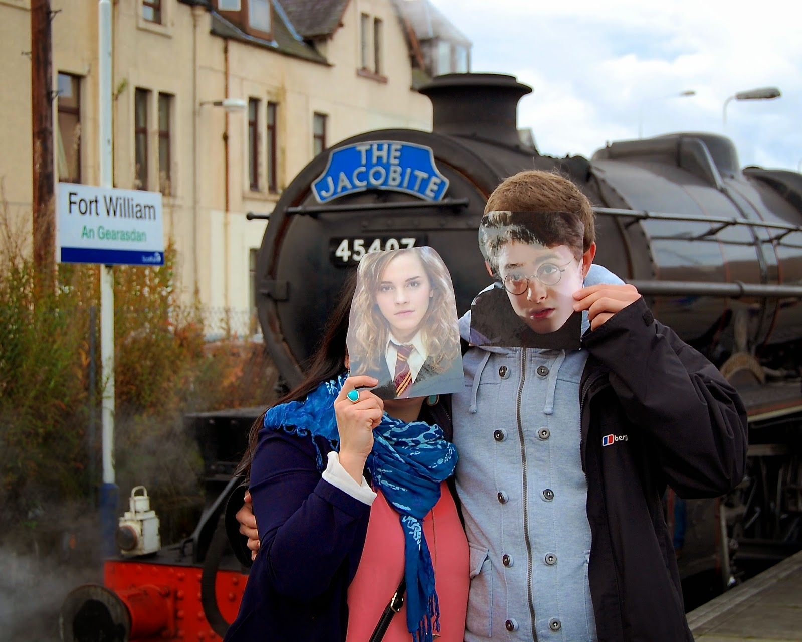 Hermione and Harry ready to board the Hogwart's Express