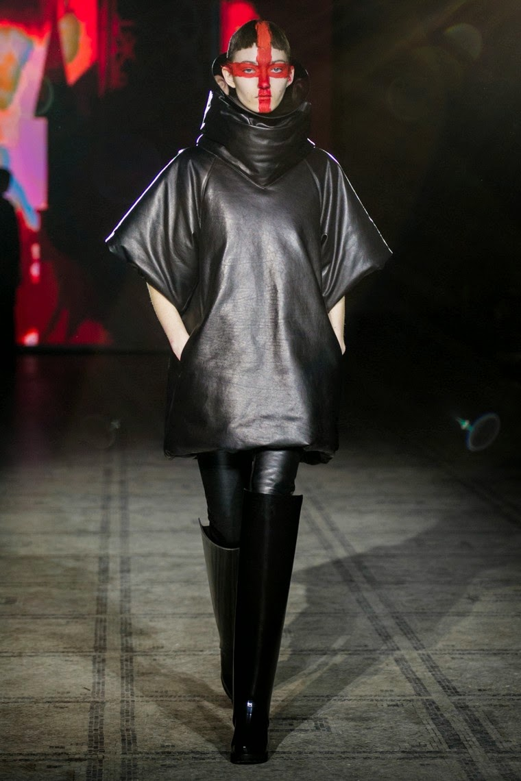 Gareth Pugh AW15, Gareth Pugh fall, Gareth Pugh fall 2015, Gareth Pugh FW15, Gareth Pugh Fall Winter 2015, Gareth Pugh Autumn Winter 2015, Gareth Pugh, du dessin aux podiums, dudessinauxpodiums, vintage look, dress to impress, dress for less, boho, unique vintage, alloy clothing, venus clothing, la moda, spring trends, tendance, tendance de mode, blog de mode, fashion blog, blog mode, mode paris, paris mode, fashion news, designer, fashion designer, moda in pelle, ross dress for less, fashion magazines, fashion blogs, mode a toi, revista de moda, vintage, vintage definition, vintage retro, top fashion, suits online, blog de moda, blog moda, ropa, asos dresses, blogs de moda, dresses, tunique femme, vetements femmes, fashion tops, womens fashions, vetement tendance, fashion dresses, ladies clothes, robes de soiree, robe bustier, robe sexy, sexy dress