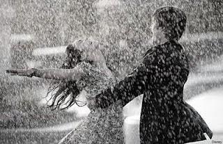 Gambar Hujan Romantis Badai Asmara Lautan Cinta