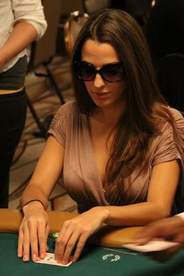 sexy poker women 640 16 [Gambar] Pemain Poker Wanita Yang Cantik Dan Seksi