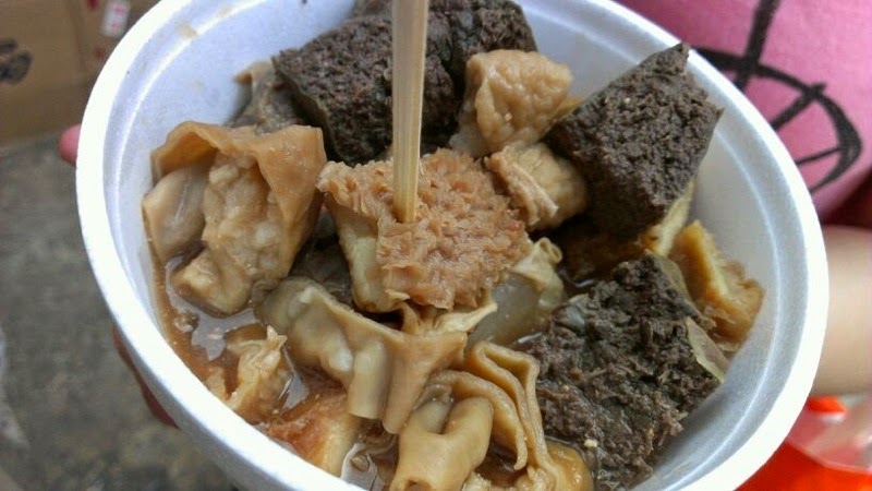 Hong kong street food lucy loves to eat braised beef offal from a different stall this one was at 174 176 fa yuen street mong kok and is one of my favourite stalls forumfinder Image collections