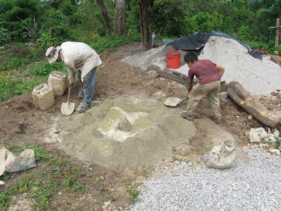 El maestro de obras xavier valderas mezclar el mortero - Como mezclar cemento ...