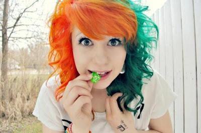 http://2.bp.blogspot.com/-CfUtLHiklig/UM4BpeShgAI/AAAAAAAAIVk/VihpRIxDs7g/s1600/cabelos-coloridos-laranja-verde.jpg