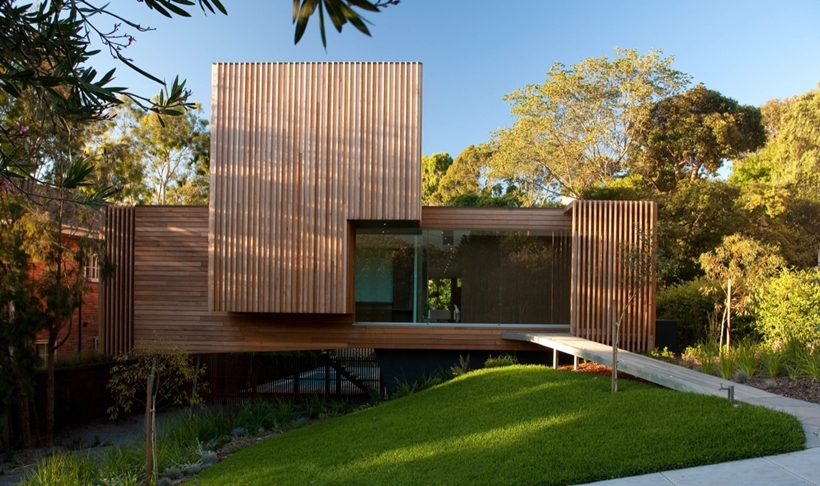 Street facade of Kew House by Vibe Design Group
