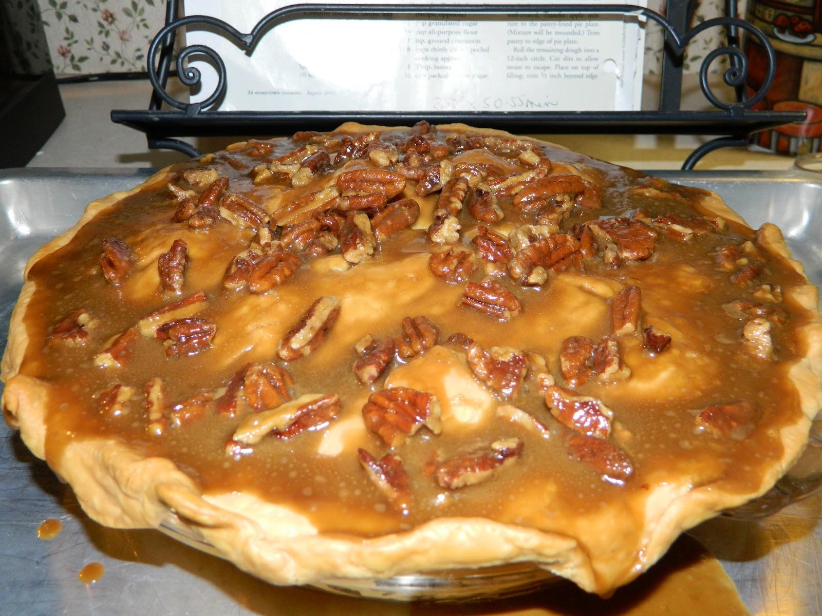 "Kathiey's World: Recipe Review...""Apple Praline Pie"""