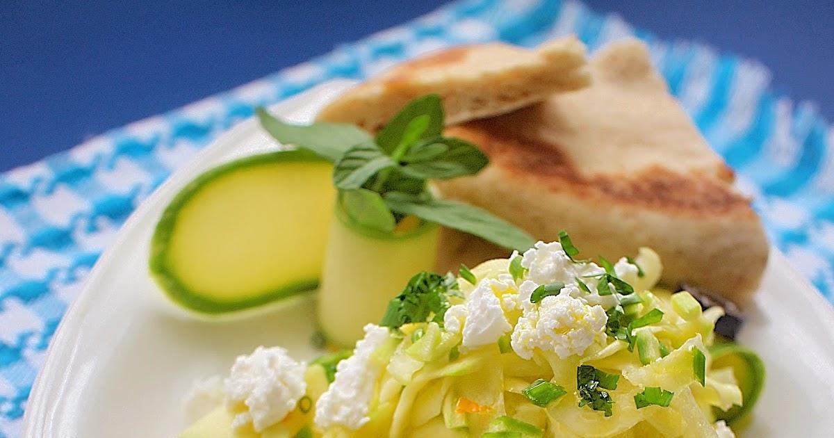 Опитайте ...: Салата с тиквички в гръцки ...