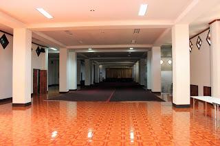 Interior del palacio Wat Thatluang Neua