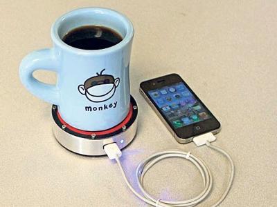 Alat ini boleh diterbalikkan kepada dua bahagian berlainan mengikut suhu minuman pengguna.