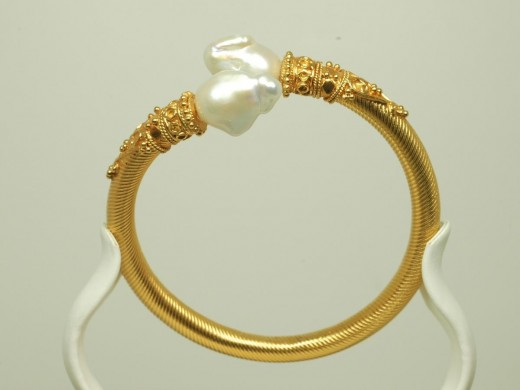 Women Gold New Bracelets For 2012 An elegant accessory A bracelet is a