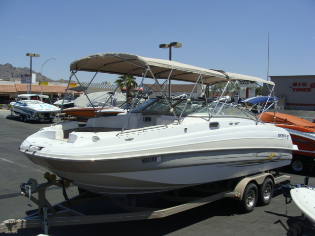 2005 Four Winns 264 Funship! Great for family, friends and fun!