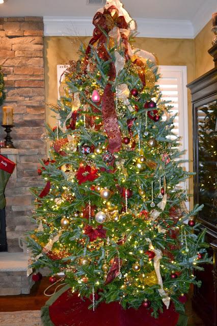 burgandy-gold-damask-christmas-tree
