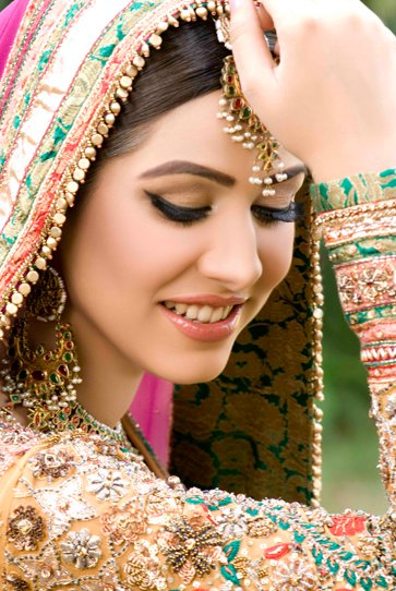 Bridal Mehndi Makeup Pics : Bridal mehndi design henna designs