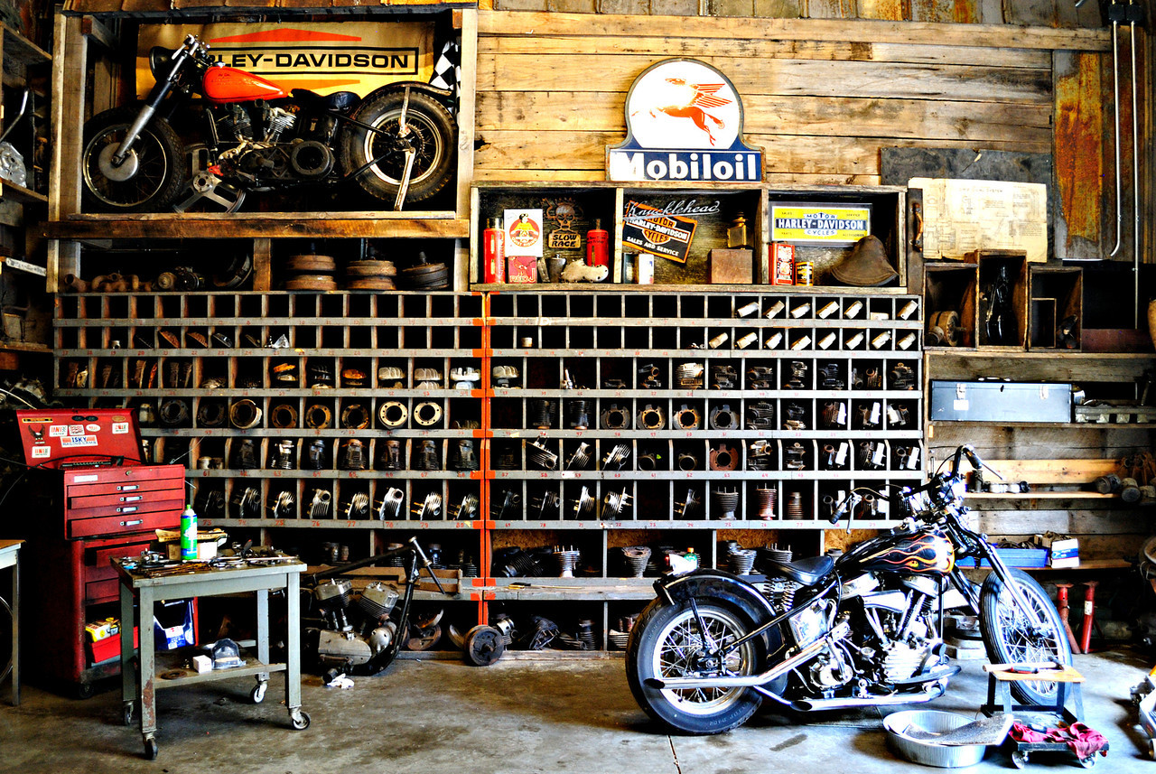 Dd motorcycles motorcycle garage for Garage mc moissy