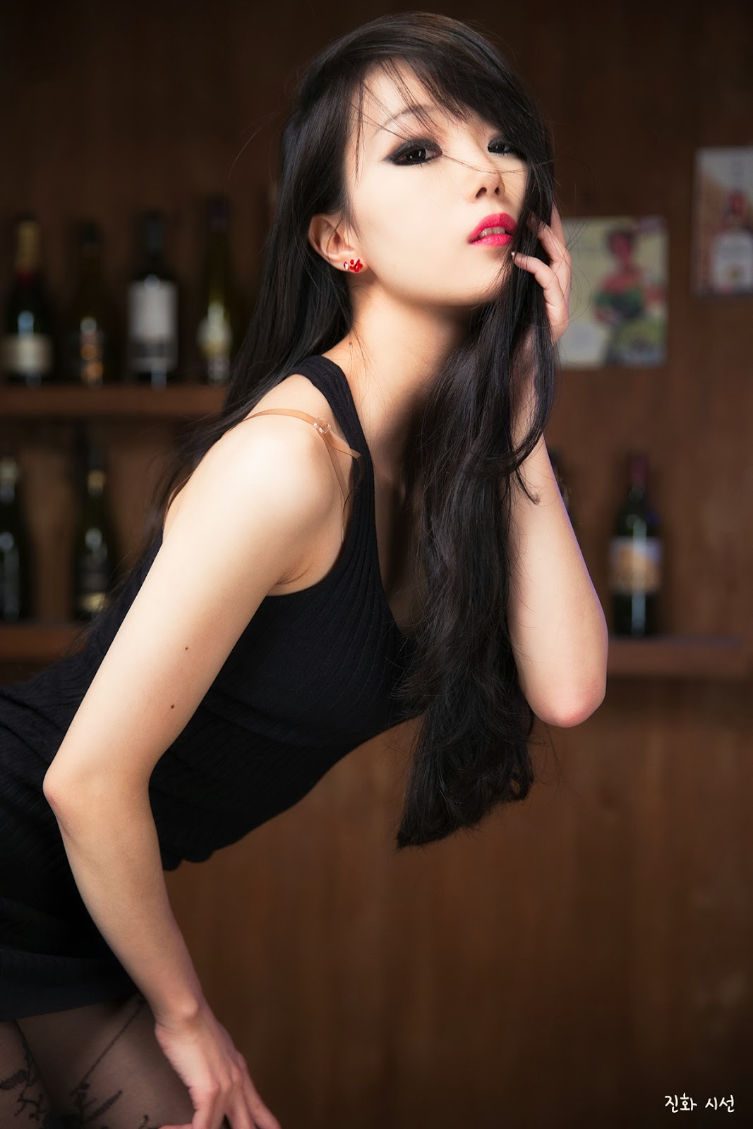 Im Soo Yeon Sexy Bar Girl