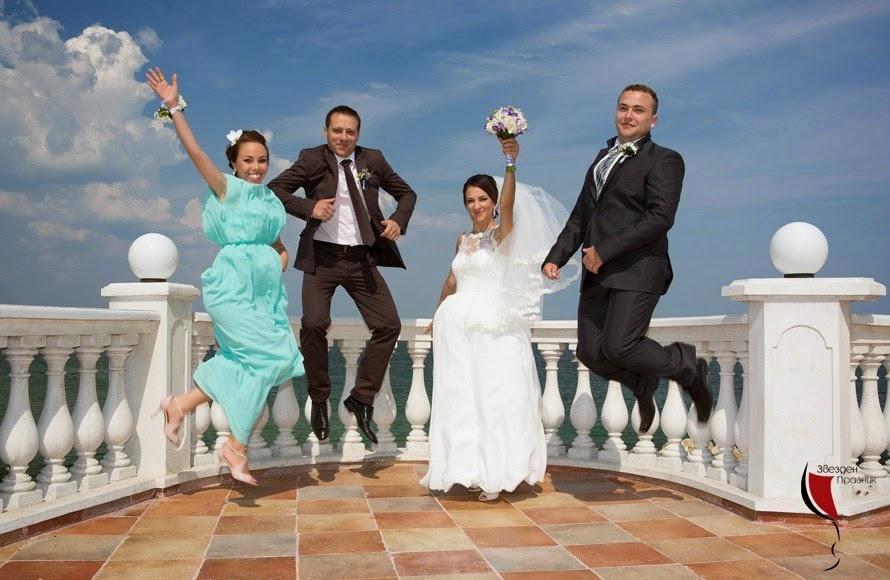 Сватбена фототсесия младоженци и кумове на Златни Пясъци