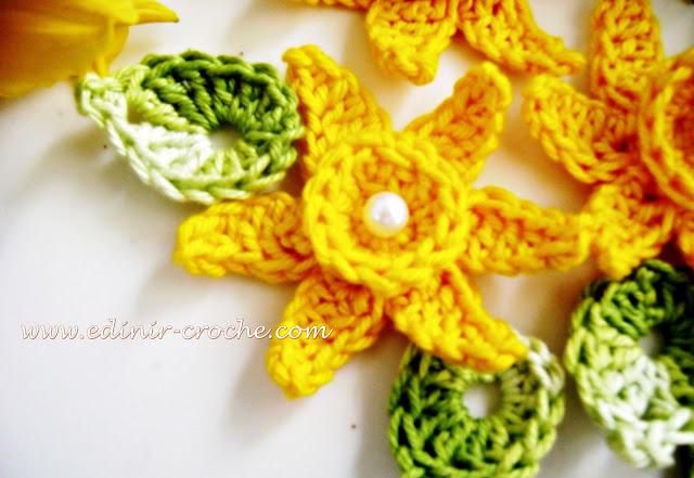 flores narciso em croche da coleção aprendi e ensinei com edinir-croche dvd video aulas curso blog loja frete gratis