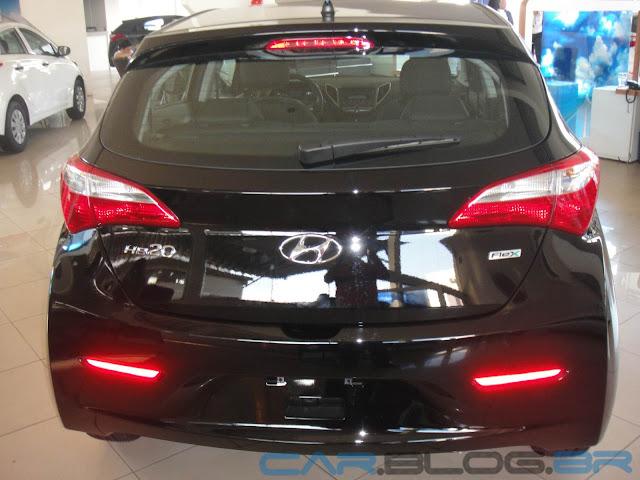 Hyundai HB 20 Preto Onix - Comfort Plus - traseira