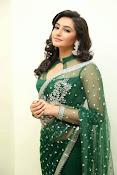 Ragini Dwivedi Glamorous photos in Green Saree-thumbnail-4