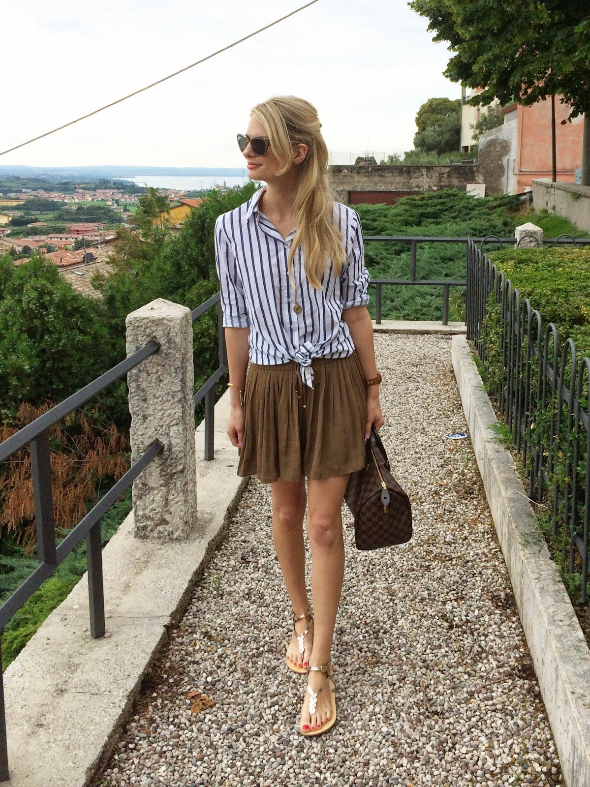 h&m shirt, H&M striped shirts, monica vinader, monica vinader necklace, street style, fashion blogger, skirt and shirt, toe sandals, golden sandals, pleated skirt, pleated shorts, zara pleated skirt