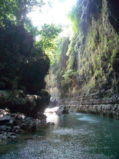 keindahan tebing-tebing green canyon