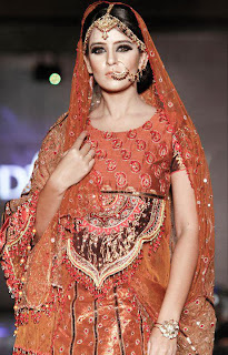Bangladesh+Ramp+Model+Girl+Ruma+Shows+Fashion+In+Live+Stage+Photos+collection003
