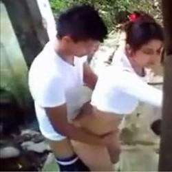 Casal Atrás da Escola - Flagras Amadores - http://www.videosamadoresbrasileiros.com