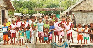Warga dan Anak-anak Desa Sawinggrai Raja Ampat