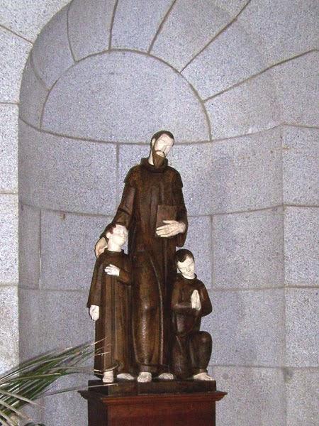 SAN BENITO CON SUS DISCÍPULOS SAN PLÁCIDO Y SAN MAURO, ROGAD POR NOSOTROS