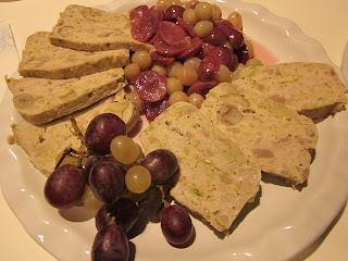 terrina di carne alle castagne con uva spadellata