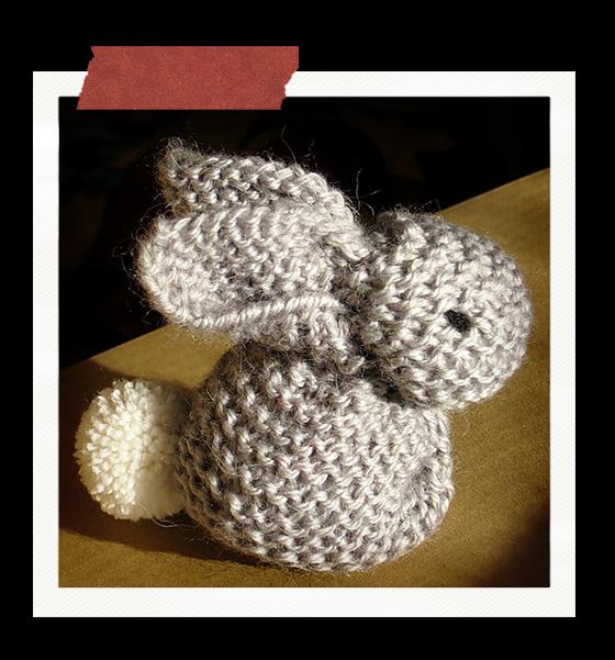Crafteina: Conejito súper fácil a partir de un cuadrado tejido ...