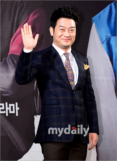 Choi Hyuk Seok Man Who Gives Dog Food