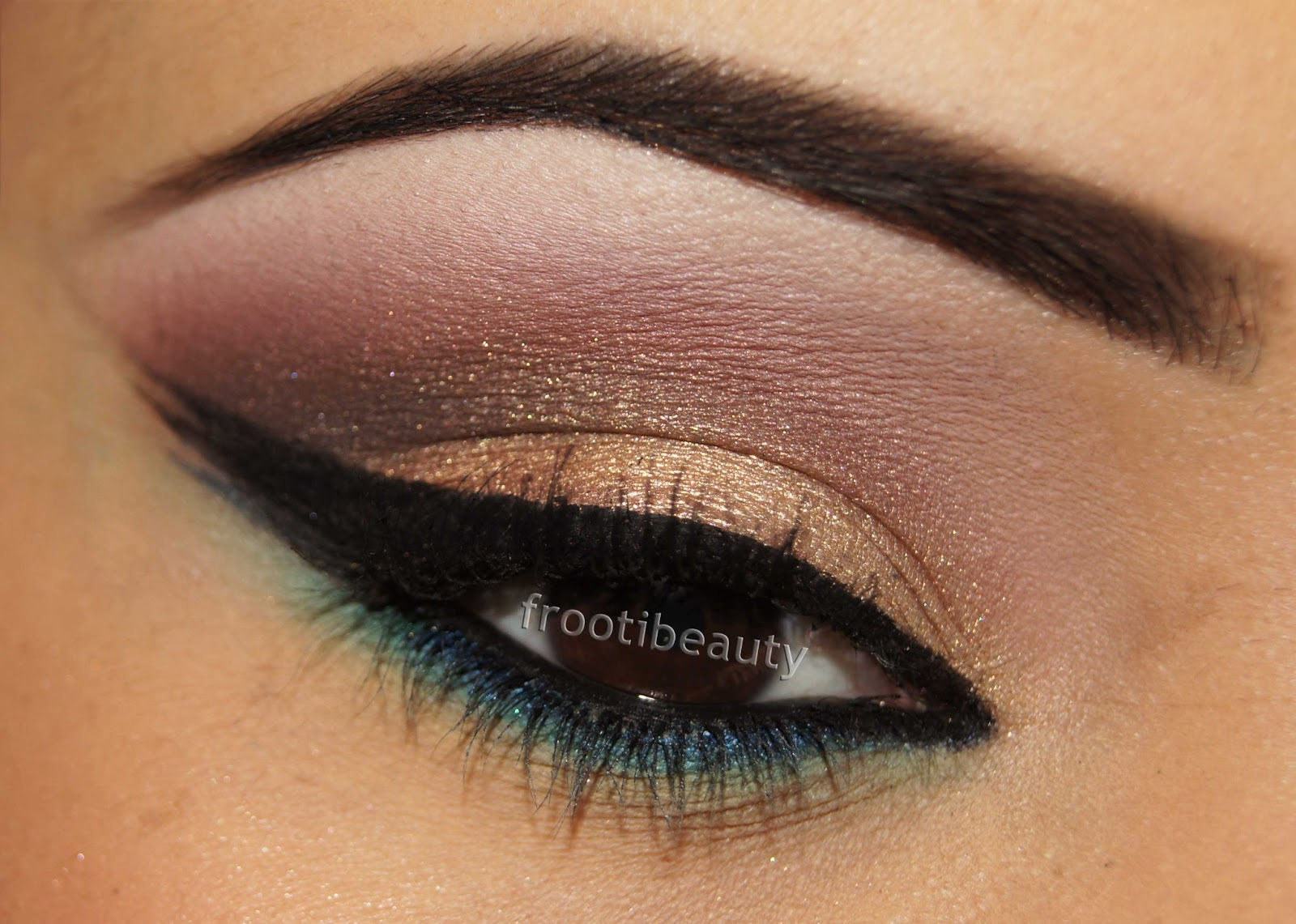 Golden eye shades for bridal makeup tutorial research in from makeup artist its confirm that golden eye shades are looking amazing and great on bridal makeup here we share with you some different baditri Image collections