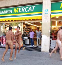 Turismo masivo en la Barceloneta