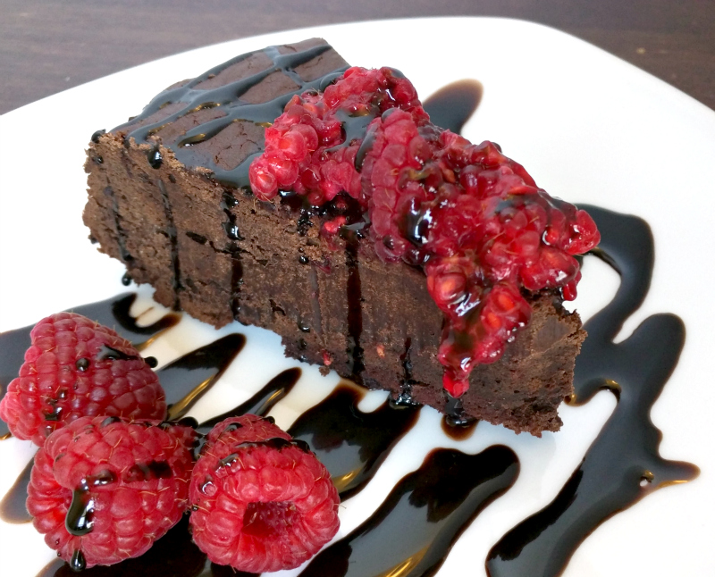 Rich, decadent flourless (and paleo) chocolate cake