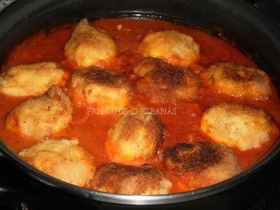 Pan frito o reban s huevos rellenos en salsa de tomate - Chipirones rellenos en salsa de tomate ...