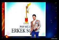 Tarkan arrives to pick up prize for best male singer