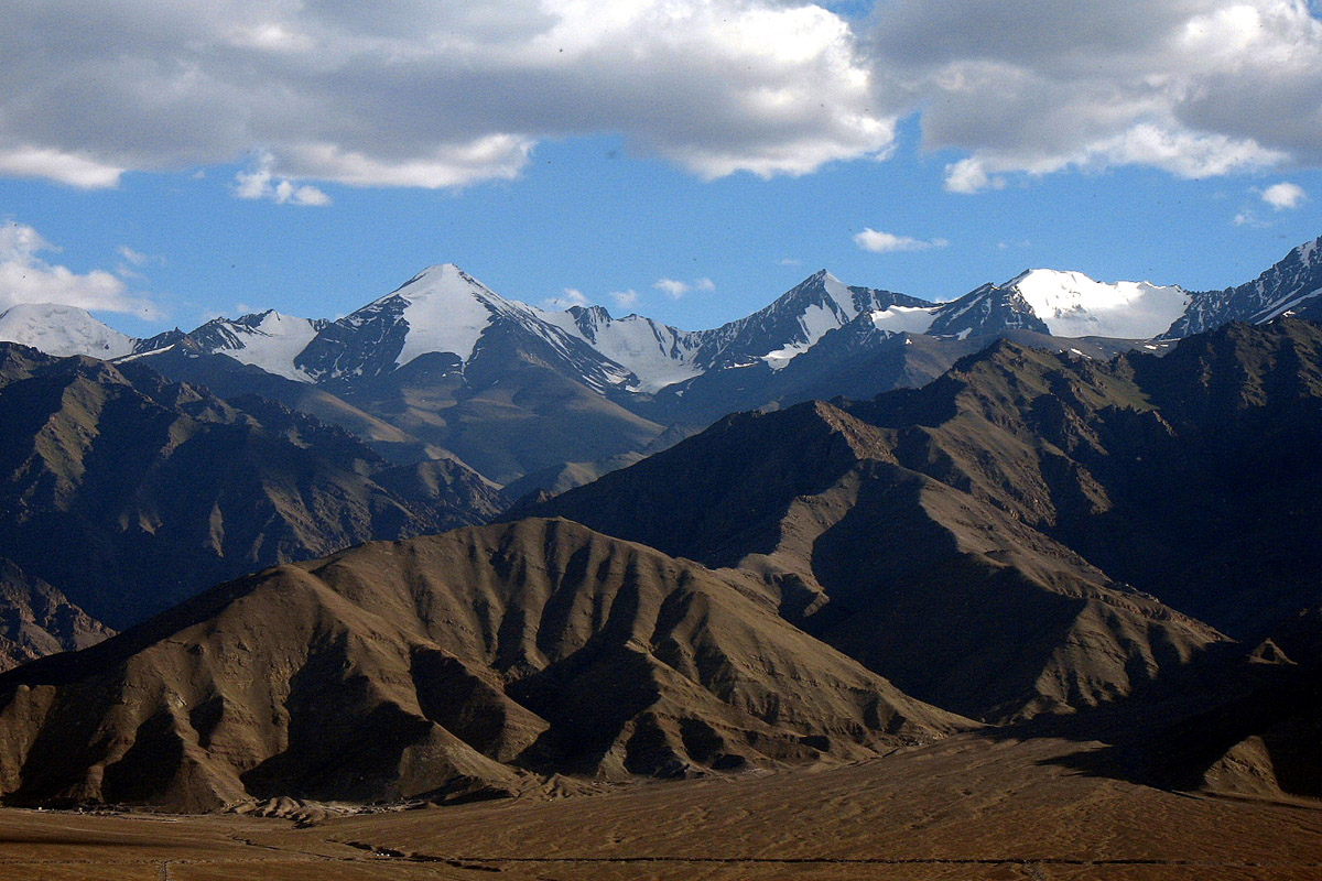 mountain ranges There are over 88 major mountain ranges in kyrgyzstan, most of them forming  the tian shan - the celestial mountains the others, such as the chon alai  range.