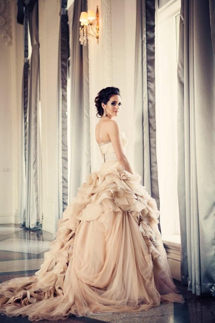 Der richtige Ort, um Hochzeiten und Abschlussballkleider in kaufen