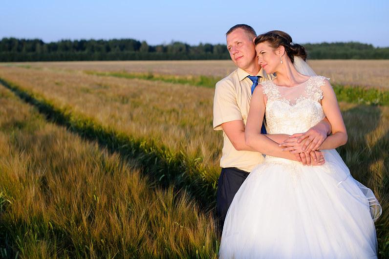 vestuvių nuotraukos saulei leidžiantis