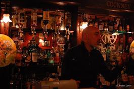 Il pittore Amerigo Agostini -proprietario del Cockney London Pub