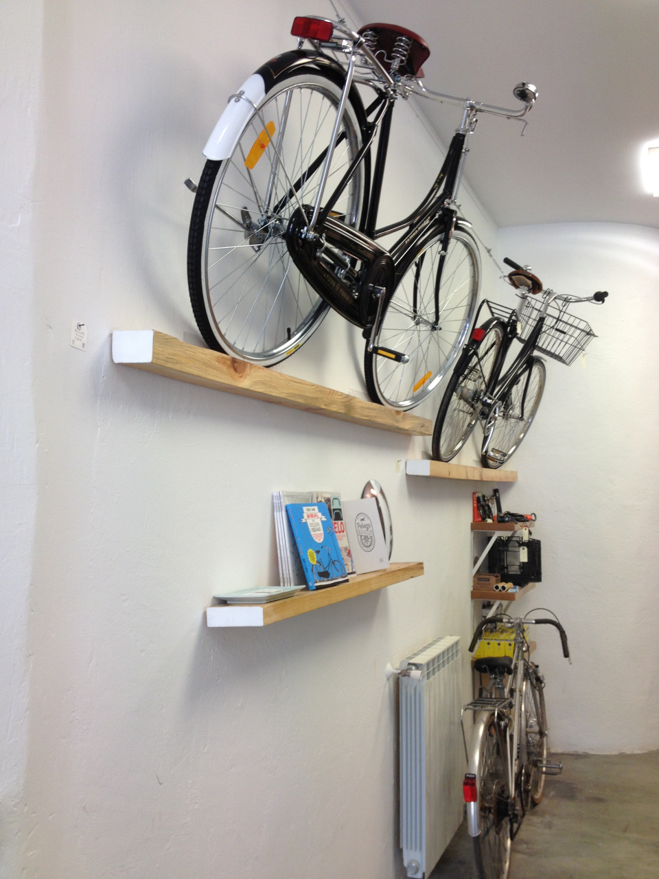 La guarida de bam c mo guardar la bici - Como alicatar una pared ...