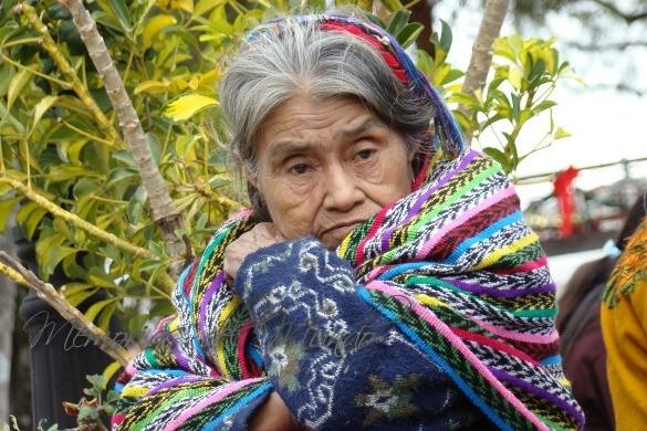 Señora de etnia Maya en el Mercado de Solola